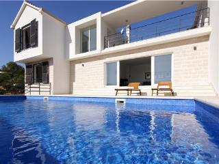 4 bedroom Villa in Selca, Central Dalmatia Islands, Croatia : ref 2282359 - Selca vacation rentals