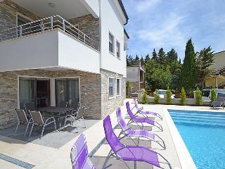 9 bedroom Villa in Starigrad Paklenica, North Dalmatia, Croatia : ref 2285922 - Starigrad-Paklenica vacation rentals
