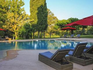 8 bedroom Villa in Fontevieille, Provence, France : ref 2291508 - Fontvieille vacation rentals