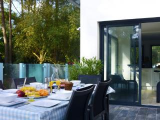 4 bedroom Villa in Longeville Sur Mer, Vendee Charente, France : ref 2291539 - Longeville-sur-mer vacation rentals
