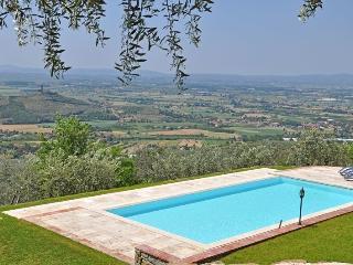 4 bedroom Villa in Santa Lucia, Central Tuscany, Tuscany, Italy : ref 2386921 - San Pietro a Cegliolo vacation rentals