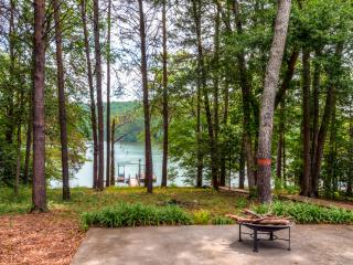 Fully Updated 3BR Westminster House on Lake Hartwell w/Wifi, Large Deck, Private Dock, Great Views & Much More - Only 30 Minutes from Clemson University! - Westminster vacation rentals