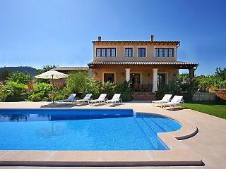 4 bedroom Villa in Cala Bona, Mallorca, Mallorca : ref 2298624 - Cala Bona vacation rentals