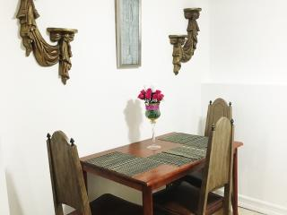 Beautiful 1 Bedroom Apartment 10 Mins To/From JFK - Jamaica vacation rentals