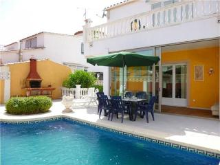 Villa in Empuriabrava, Costa Brava, Empuriabrava, Spain - Empuriabrava vacation rentals