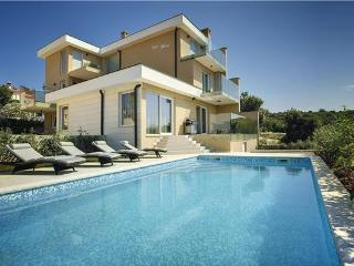 5 bedroom Villa in Pavicini, Istria, Croatia : ref 2301251 - Pavicini vacation rentals