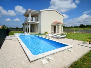 4 bedroom Villa in Dracevac, Istria, Porec, Croatia : ref 2301667 - Zbandaj vacation rentals