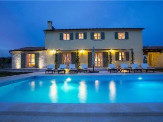 4 bedroom Villa in Smoljanci, Istria, Croatia : ref 2301732 - Smoljanci vacation rentals