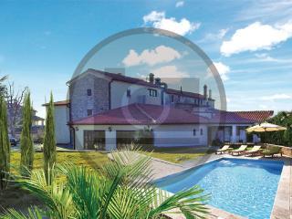 7 bedroom Villa in Visnjan-Vrhjani, Visnjan, Croatia : ref 2302502 - Barat vacation rentals