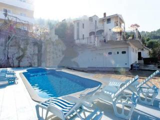 6 bedroom Villa in Ciovo-Mastrinka, Island Of Ciovo, Croatia : ref 2303259 - Mastrinka vacation rentals