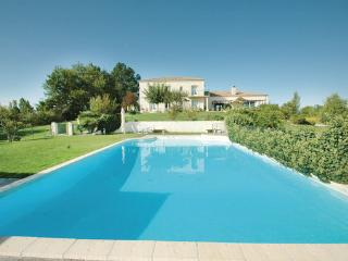 6 bedroom Villa in Sainte Livrade sur Lot, Lot Et Garonne, France : ref 2303393 - Sainte-Livrade-sur-Lot vacation rentals