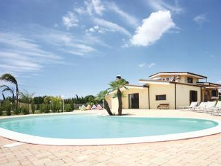 3 bedroom Villa in Melissano, Apulia, Italy : ref 2303851 - Melissano vacation rentals
