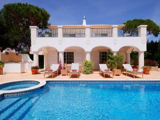 4 bedroom Villa in Varandas Do Lago, Algarve, Portugal : ref 2307493 - Vale do Garrao vacation rentals