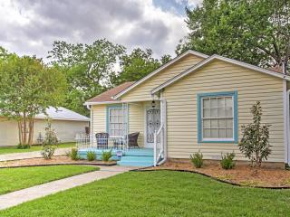 New Listing! 'Lynn's Doll House' Quaint & Welcoming 2BR McKinney House w/Wifi, Spacious Fenced-In Yard & Fantastic Location! Just 1.2 Miles from Downtown McKinney Square & More! - McKinney vacation rentals