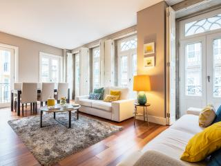 Nice Condo with Internet Access and Dishwasher - Porto vacation rentals