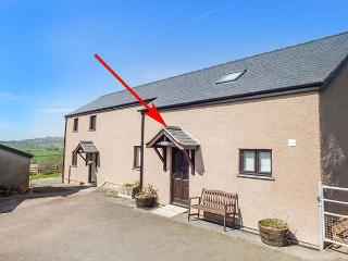 YSGUBOR - BARN, hot tub, countryside location, enclosed patio, Abergele, Ref 937481 - Abergele vacation rentals