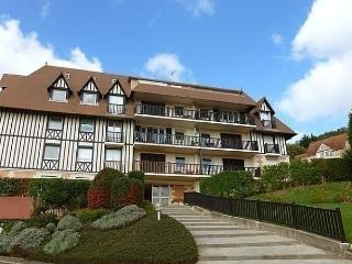 Cozy 2 bedroom Blonville sur Mer Apartment with Dishwasher - Blonville sur Mer vacation rentals