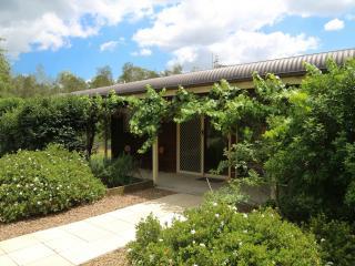 Misty Glen Cottage Hunter Valley - Pokolbin vacation rentals