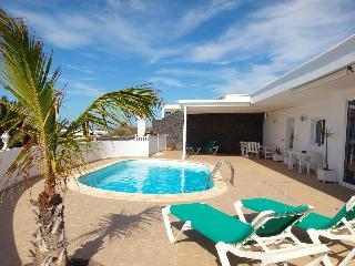 Comfortable 2 bedroom Villa in Famara - Famara vacation rentals
