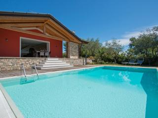 Bright 4 bedroom Vacation Rental in Province of Brescia - Province of Brescia vacation rentals
