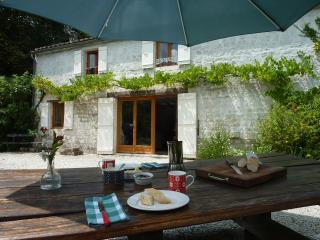 La Petite Bergerie - 2 bedroom gite - shared pool - Crazannes vacation rentals
