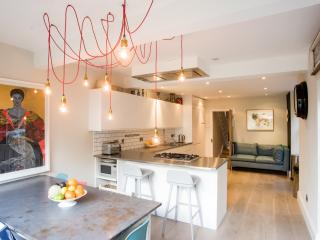 Lovely 5 bedroom House in London with Internet Access - London vacation rentals