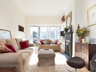 Light and open 2 bed house, Moore Park Road, Fulham - London vacation rentals