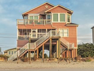 New Listing! 'Lee Cottage' Regal Beachside 6BR Murrells Inlet House w/Private Sun Deck, Exterior Showers & Covered Oceanfront Porch - Incredible Location Near Shops, Restaurants & More! - Murrells Inlet vacation rentals