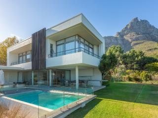 Perched in the windfree area of Camps Bay THE GLEN - Clifton vacation rentals