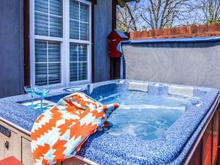 Stone Meadow Resort - Hot Tubs, Pet/Bike Frndly - Eureka Springs vacation rentals