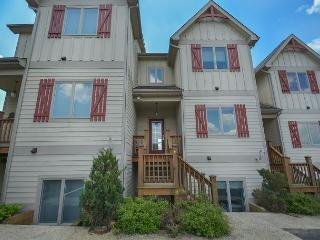 Amazing townhome with stunning lake and ski slope views! - McHenry vacation rentals
