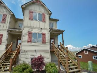 Amazing 4 Bedroom Townhome with hot tub in the heart of Deep Creek Lake! - McHenry vacation rentals