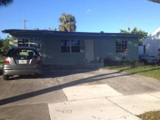 300ft2 - Room in 3 bedroom single house - West Palm Beach vacation rentals
