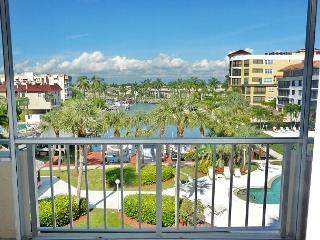 Relaxing condo with heated pool just a short walk from South Beach - Marco Island vacation rentals