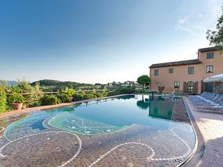 Spacious 11 bedroom Villa in Monte San Quirico - Monte San Quirico vacation rentals