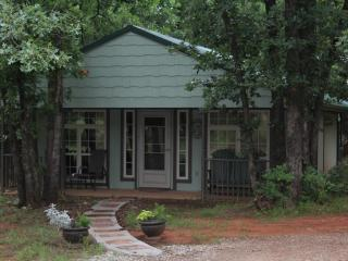 Romantic Cottage with A/C and Housekeeping Included - Guthrie vacation rentals