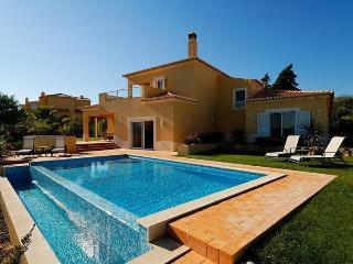 3 bedroom Villa in Carvoeiro, Algarve, Portugal : ref 2022355 - Estombar vacation rentals