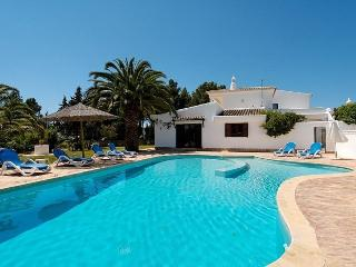 5 bedroom Villa in Carvoeiro, Algarve, Portugal : ref 2022357 - Carvoeiro vacation rentals