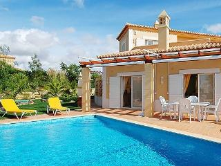 3 bedroom Villa in Carvoeiro, Algarve, Portugal : ref 2022403 - Estombar vacation rentals