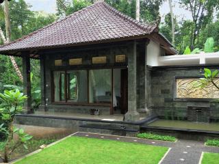 Honey Tree Lodge-Life is sweet! - Kedewatan vacation rentals