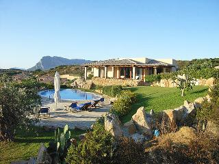 Lovely 5 bedroom Villa in Capo Coda Cavallo with Dishwasher - Capo Coda Cavallo vacation rentals