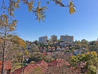 NEUTRAL BAY overlooking the park 2 BED 1 BATH Courtyard - Neutral Bay vacation rentals