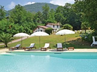 4 bedroom Villa in Camaiore, Tuscany Coast, Versilia, Italy : ref 2040850 - Camaiore vacation rentals