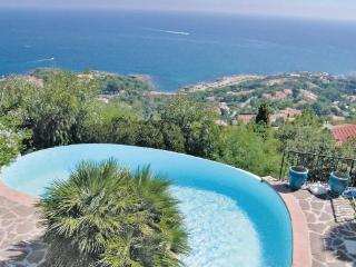 3 bedroom Villa in Les Issambres, Cote D Azur, Var, France : ref 2042580 - Les Issambres vacation rentals