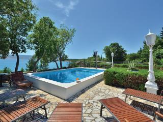 7 bedroom Villa in Starigrad, Northern Dalmatia, Croatia : ref 2044336 - Seline vacation rentals