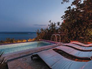 5 bedroom Villa in Omis, Central Dalmatia, Croatia : ref 2046225 - Lokva Rogoznica vacation rentals