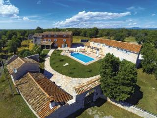 8 bedroom Villa in Barban, Istria, Croatia : ref 2046246 - Orihi vacation rentals