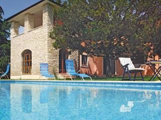 Comfortable 5 bedroom Peroj Villa with Internet Access - Peroj vacation rentals