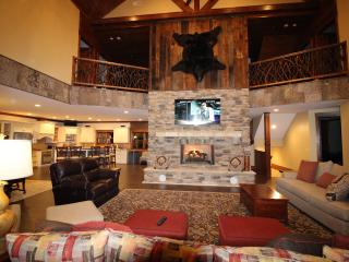 Luxury Mountain Lodge to make Awesome Memories - Sapphire vacation rentals