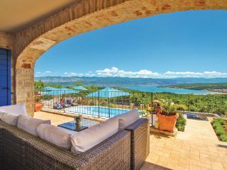 5 bedroom Villa in Krk, Kvarner, Croatia : ref 2087907 - Cizici vacation rentals